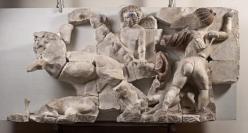 Relief Eroten auf Löwenjagd
