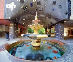 Casa Hudertwasser